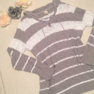 Tops - Cute and comfy grey and white hooded sweater